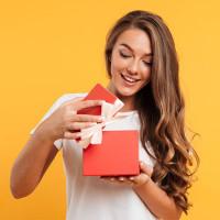 Искусство приносить людям радость или История возникновения традиции дарить подарки
